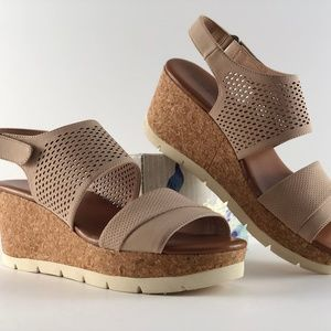 Indigo rd. Ediva Wedge Beige Sandals